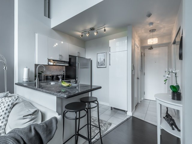 Breakfast Bar, 300 Manitoba, Toronto Condo Staging