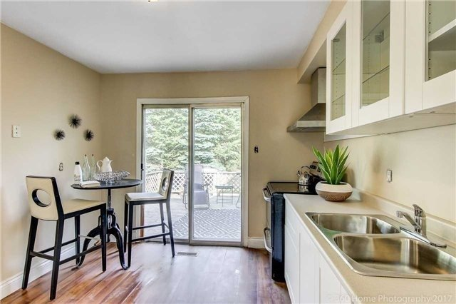 Eat-in Kitchen, 210 Beech, Whitby Home Staging