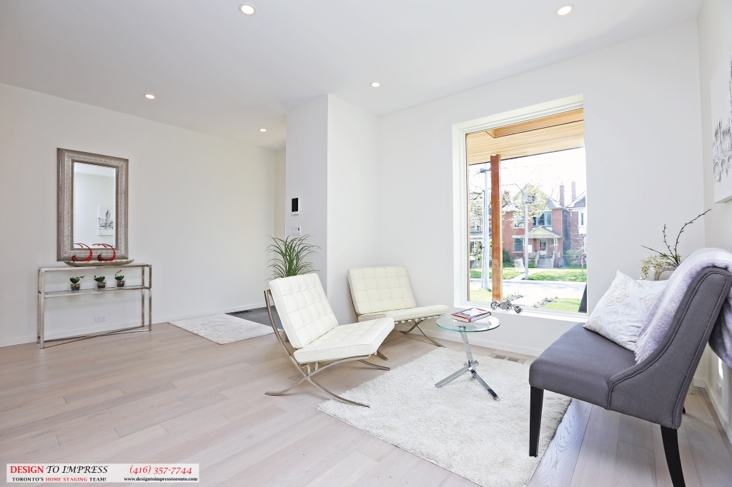 Front Entrance Sitting Area, 75 Parkway, Toronto Home Staging