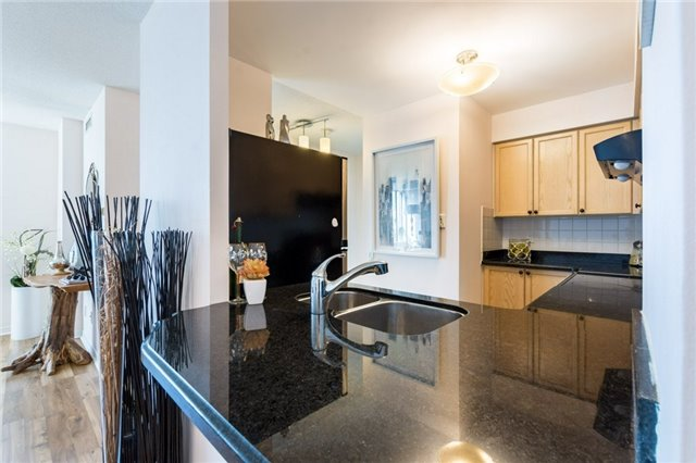 Kitchen Countertop, 8 Hillcrest, Toronto Condo Staging