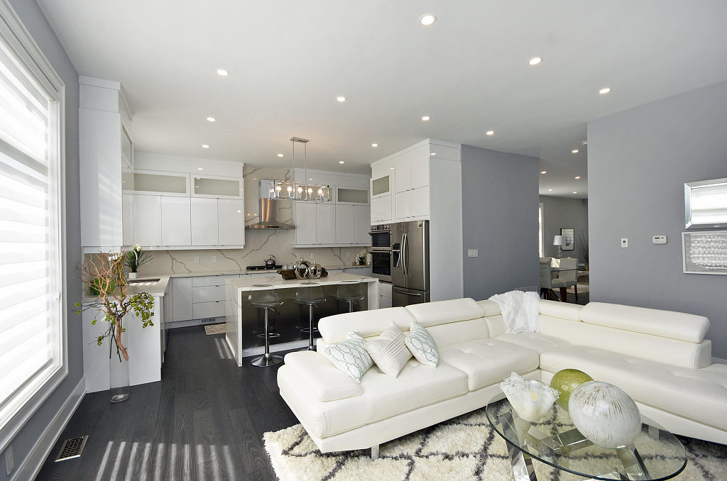 Kitchen and Living Area, 948 Third, Mississauga Home Staging