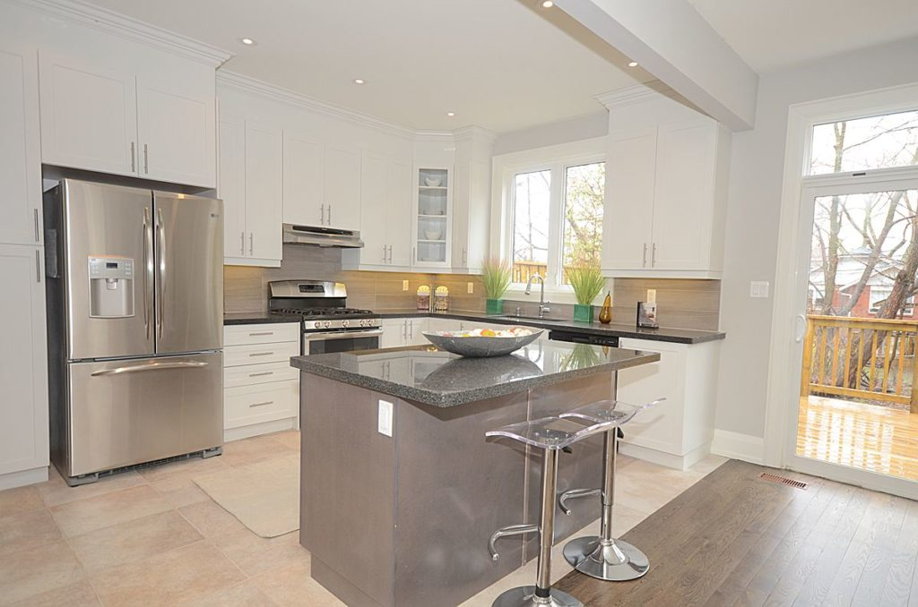 Stainless Steel Appliances, 136 Brooklawn, Scarborough Home Staging