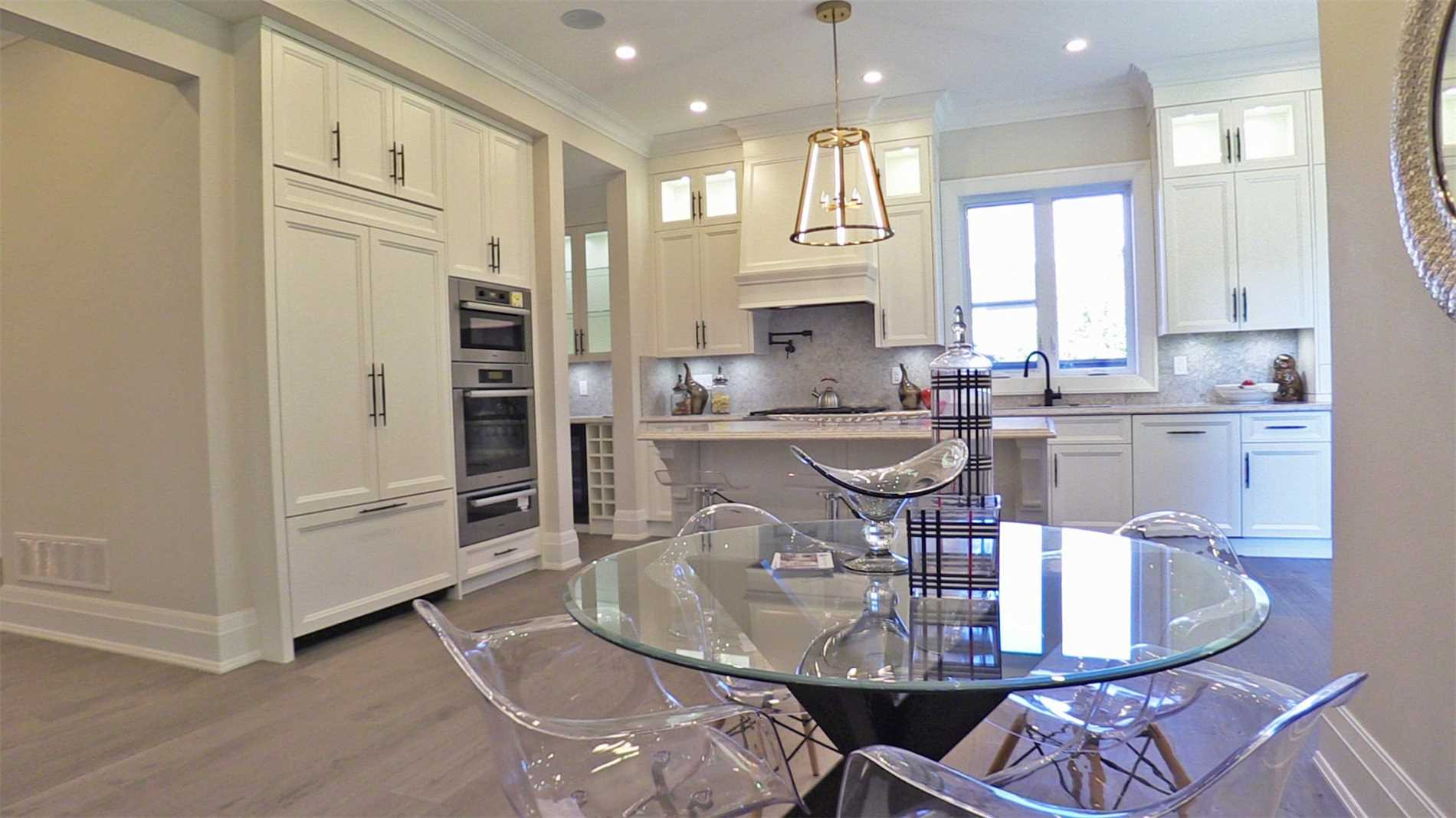 Eat-in Kitchen, 414 Samford, Oakville Home Staging