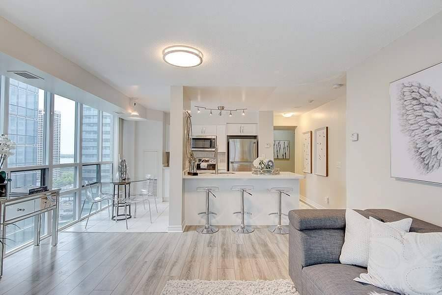 Breakfast Bar and Eat-in Kitchen, 30 Grand Trunk, Toronto Condo Staging