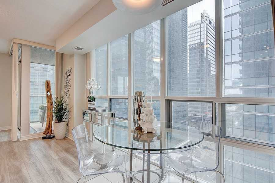 Eat-in Kitchen, 30 Grand Trunk, Toronto Condo Staging