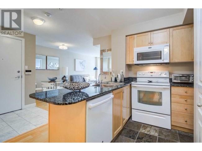 Kitchen, 313 Richmond, Toronto Condo Staging