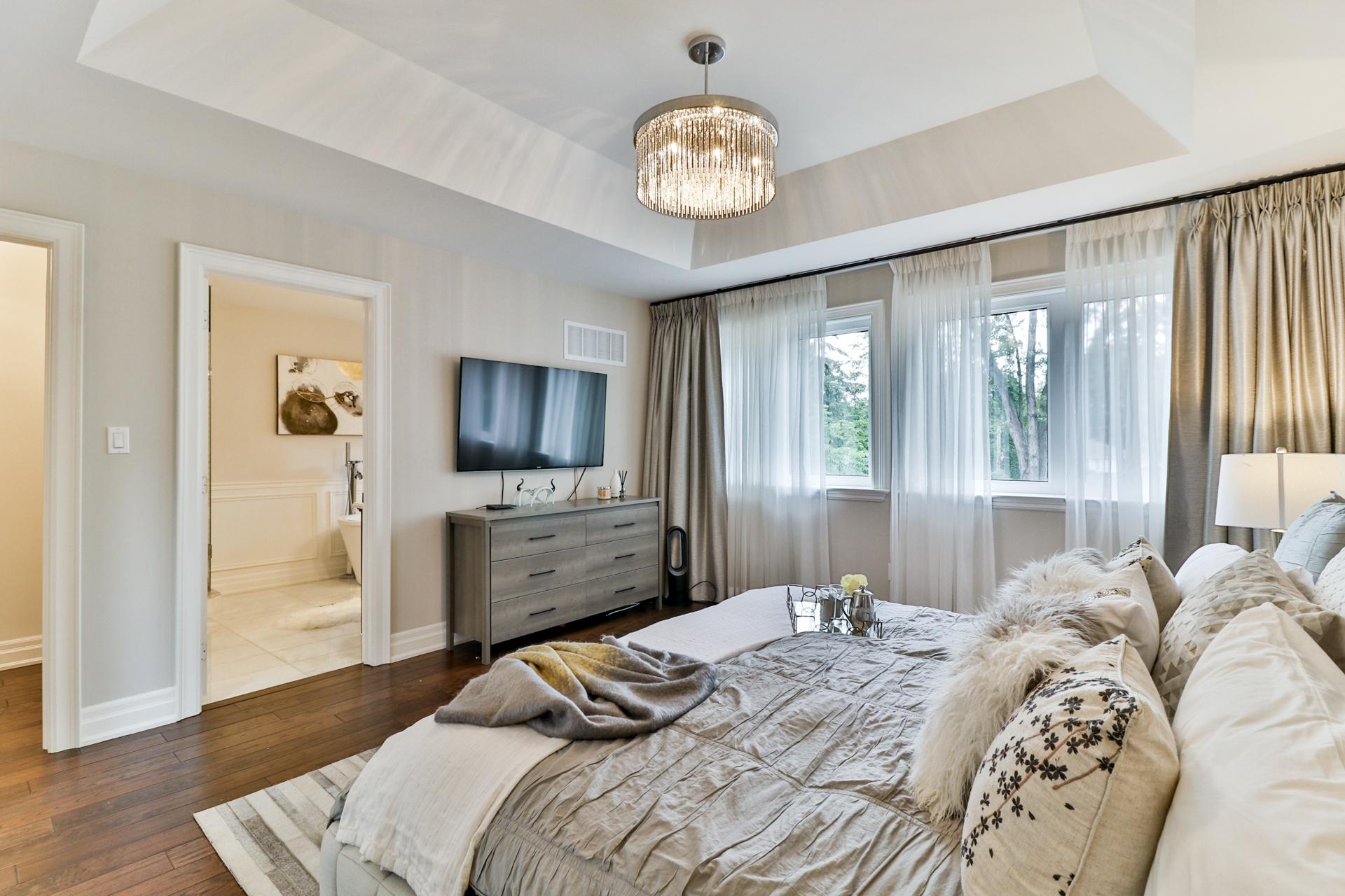 Master Bedroom Bathroom, 149 Shaver, Etobicoke Home Staging
