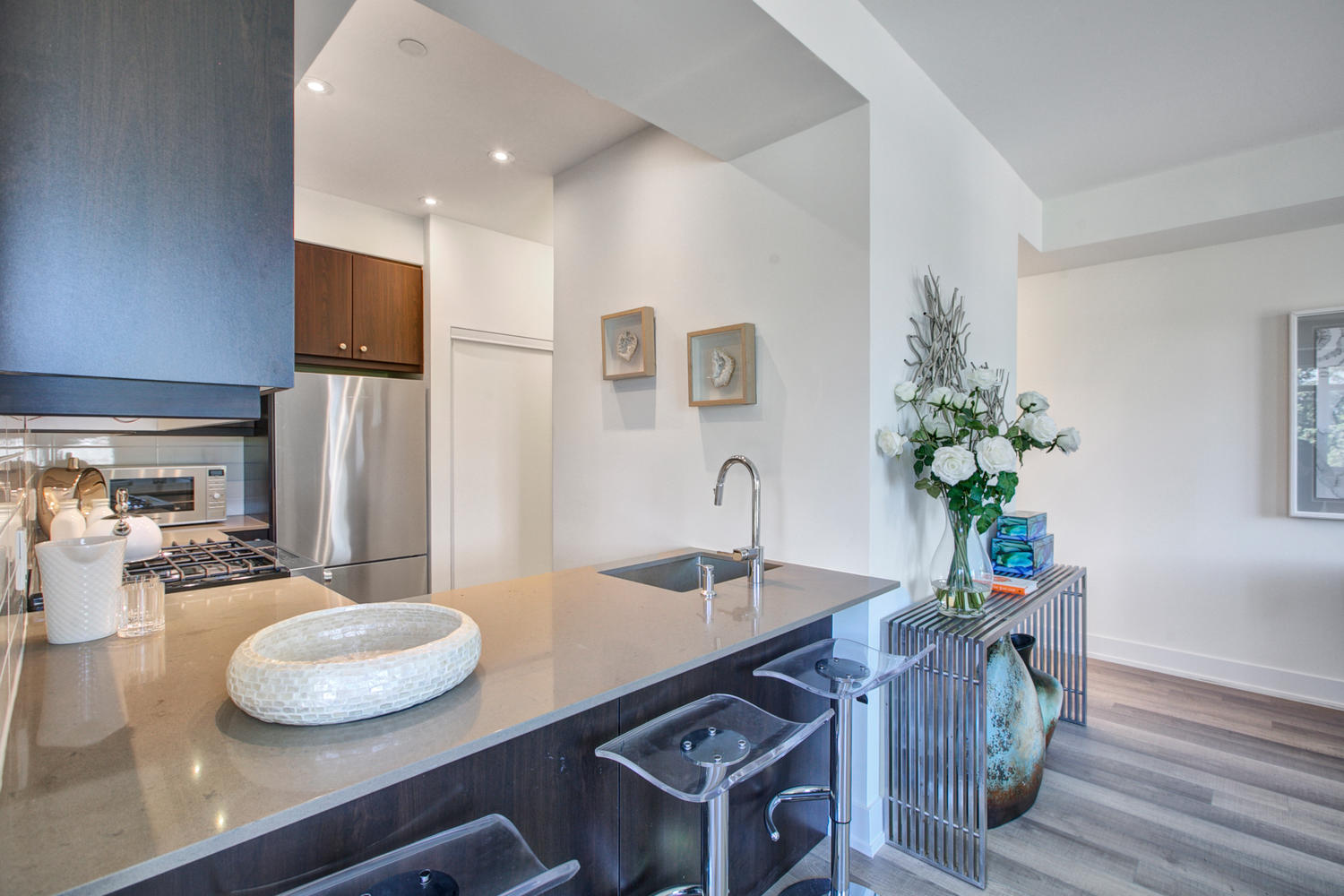Kitchen and Breakfast Bar, 52 Holmes, Toronto Condo Staging